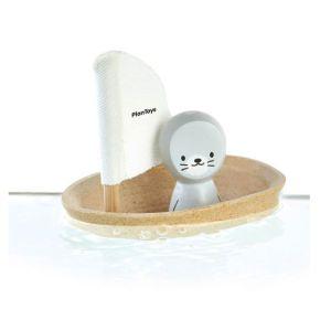 bateau-phoque-flottant-sur-l-eau
